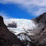 双子と呼ばれる2大氷河 7000年前の自然遺産を堪能する氷河ツアー